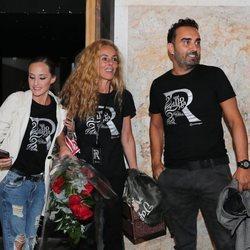 Anabel Dueñas, Rocío Carrasco y Fidel Albiac en el estreno de 'Qué no daría yo por ser Rocío Jurado'