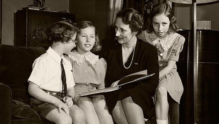 La Princesa Marta de Noruega con sus hijos Harald, Astrid y Ragnhild