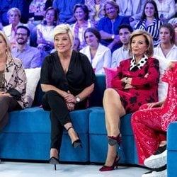 Carmen Borrego, Terelu Campos y María Teresa Campos hablando con Toñi Moreno en 'Aquellos maravillosos años'