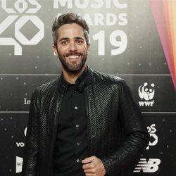 Roberto Leal es fotografiado en la cena de los nominados de Los 40 Music Awards