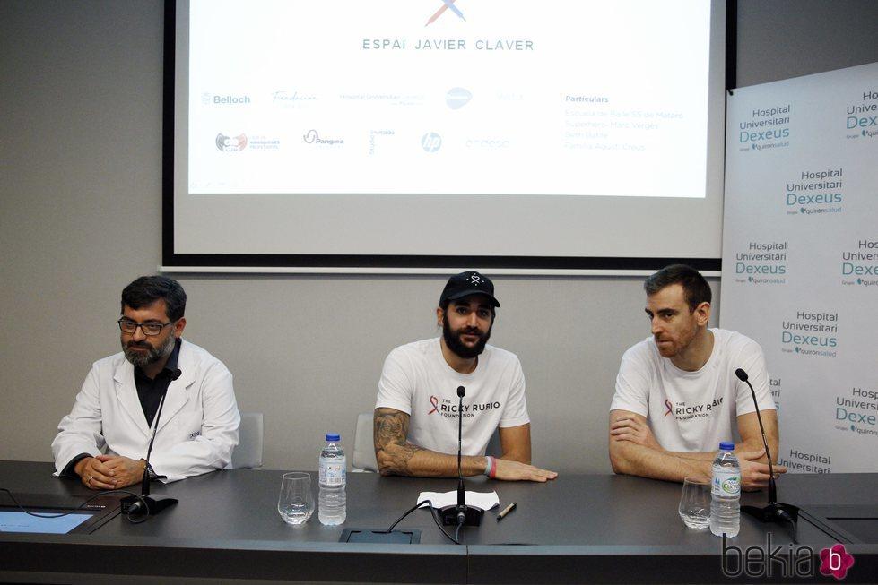 Ricky Rubio y Víctor Claver en el Hospital Universitario Dexeus de Barcelona