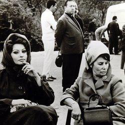 Sophia Loren con su madre en un set de rodaje