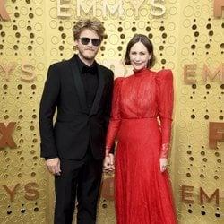 Vera Farmiga y Renn Hawkey en los Emmy 2019