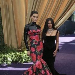 Kim Kardashian y Kendall Jenner en los Emmy 2019