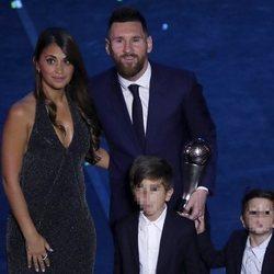 Leo Messi con Antonella Roccuzzo y sus hijos Mateo y Thiago en los Premios The Best 2019
