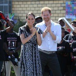 Los Duques de Sussex recibidos a su llegada en su viaje oficial a Ciudad del Cabo