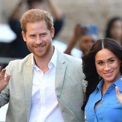 El Príncipe Harry y Meghan Markle en su llegada a Ciudad del Cabo