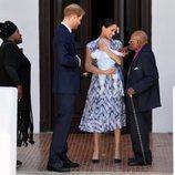 El Príncipe Harry y Meghan Markle presentan a su hijo Archie a Desmond Tutu en Sudáfrica