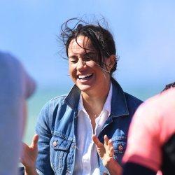 Meghan Markle ríe divertida en Monwabisi Beach