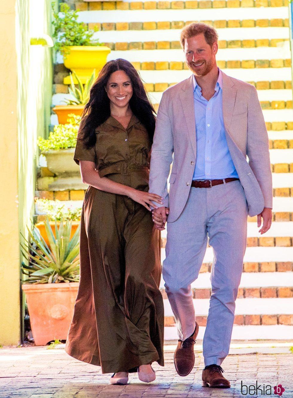 El Príncipe Harry y Meghan Markle, muy felices y enamorados en Ciudad del Cabo