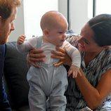 El Príncipe Harry y Meghan Markle, muy felices con su hijo Archie en su viaje oficial a Sudáfrica