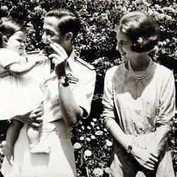 Constantino y Ana María de Grecia con su hija Alexia de Grecia cuando era pequeña