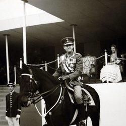 Constantino de Grecia a caballo