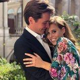 La Princesa Beatriz de York y Edoardo Mapelli Mozzi muy cariñosos anunciando su compromiso