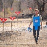 El Príncipe Harry en una zona de minas antipersona en Angola