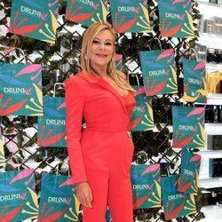 Ana Obregón en la presentación de una perfumería en Sevilla