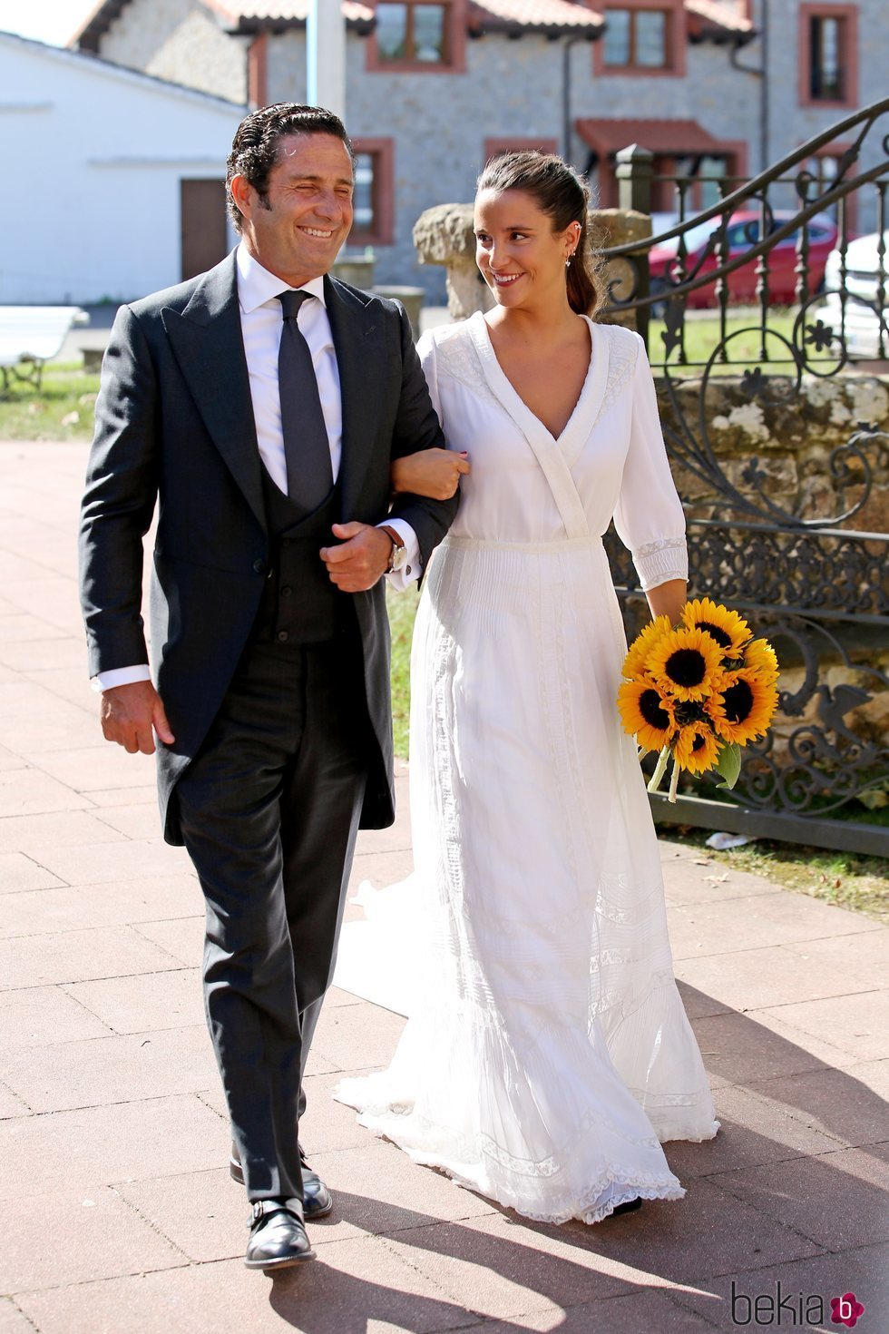 Marta Pombo llegando a su boda con Luis Giménez