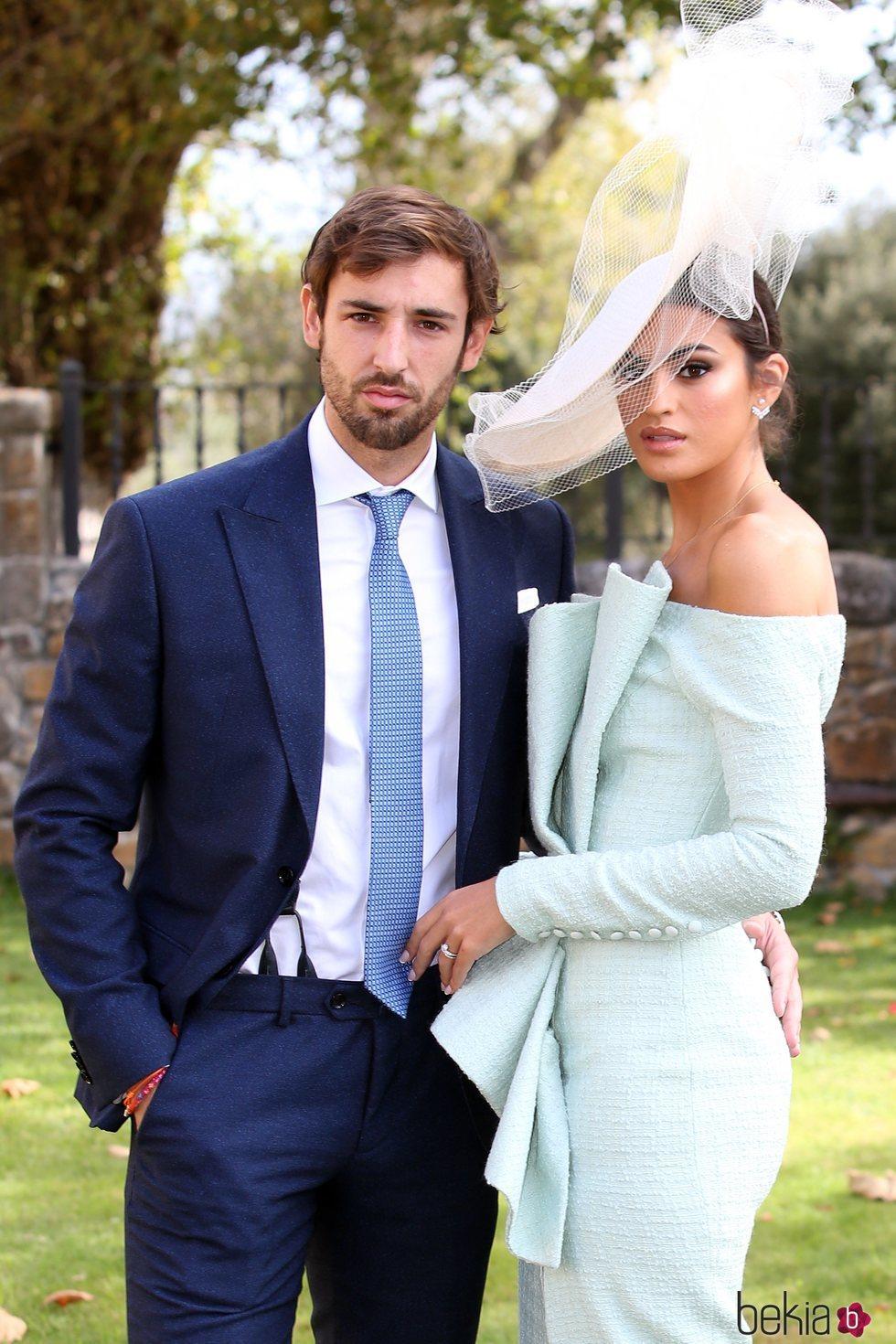 Marta Lozano y su pareja en la boda de Marta Pombo y Luis Giménez