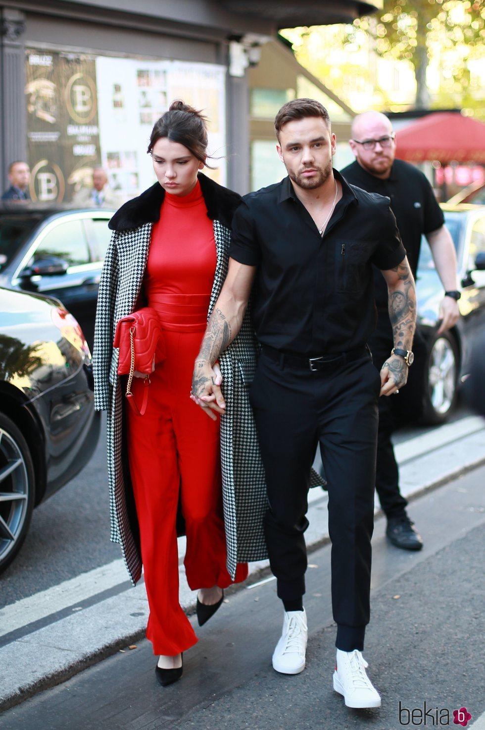 Liam Payne con su novia Maya Henry en París