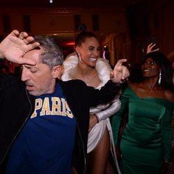 Gad Elmaleh bailando en el cumpleaños de Cindy Bruna