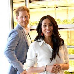El Príncipe Harry y Meghan Markle en su visita a Tembisa en el final de su viaje a Sudáfrica