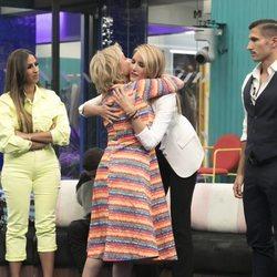 Alba Carrillo y Mila Ximénez se funden en un abrazo en la gala 5 de 'GH VIP 7'