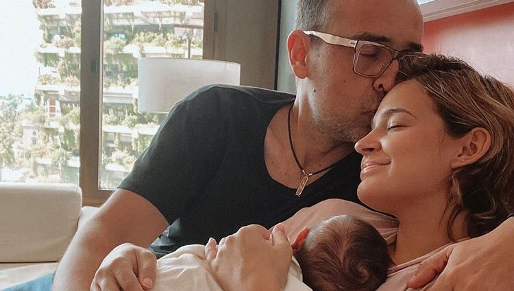 Risto Mejide y Laura Escanes junto a su primera hija, Roma