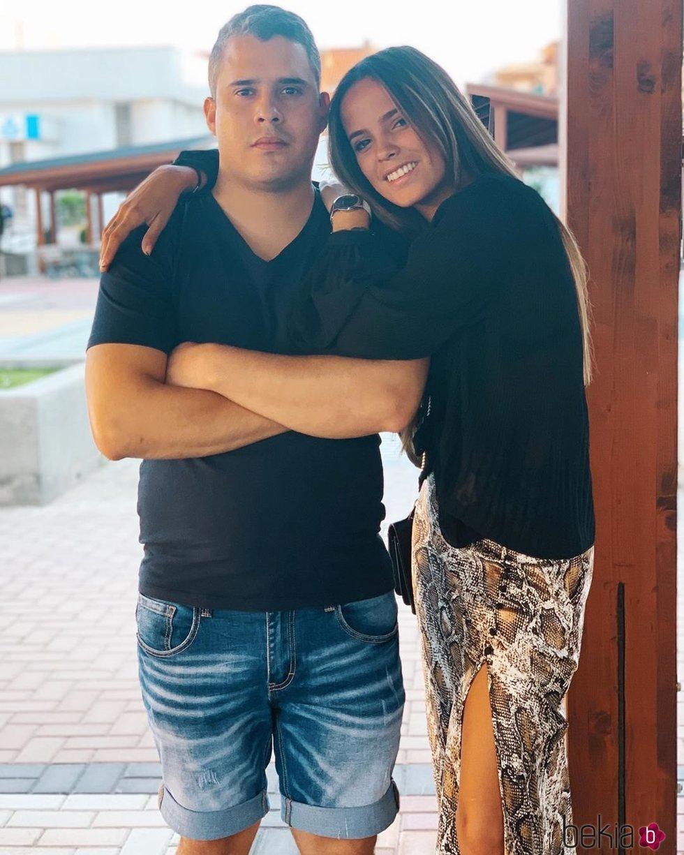 Gloria Camila y José Fernando posan juntos y sonrientes