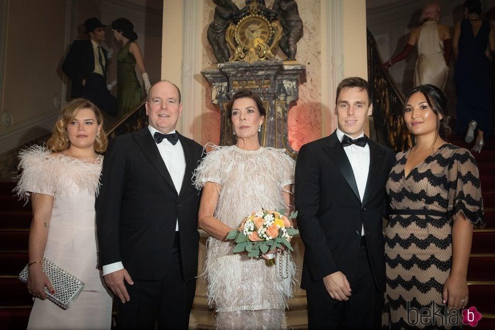 Alberto y Carolina de Mónaco, Louis Ducruet y Marie Chevallier y Camille Gottlieb en una fiesta en Monte-Carlo