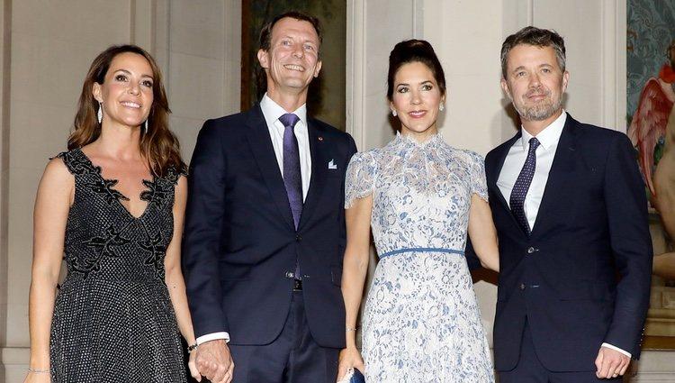Federico y Mary de Dinamarca con Joaquín y Marie de Dinamarca en una cena en París