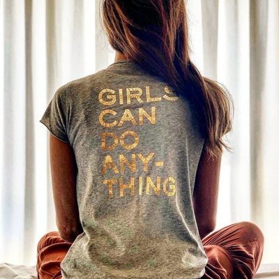 Sara Carbonero con una camiseta con un mensaje motivacional