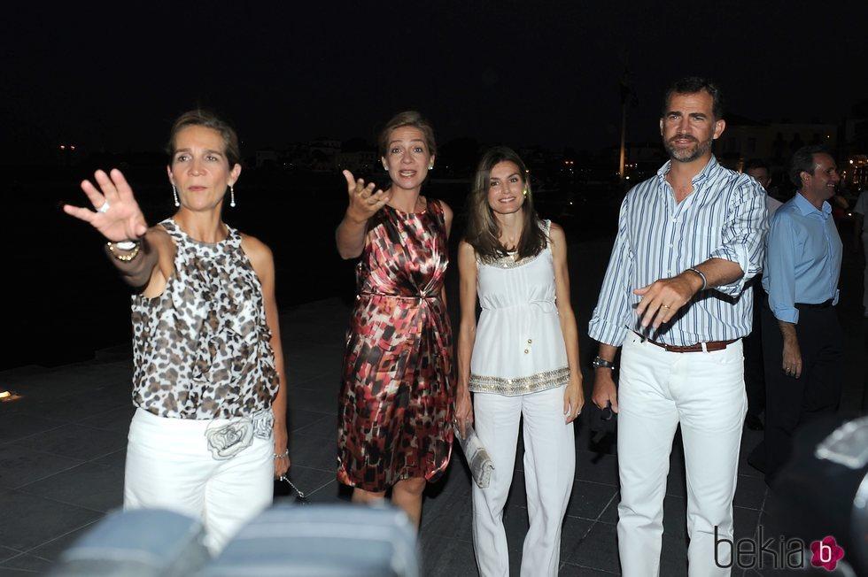 Los Reyes Felipe y Letizia, la Infanta Elena y la Infanta Cristina en la boda de Nicolás de Grecia y Tatiana Blatnik