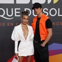 Jessica Goicoechea y River Viiperi en el estreno del espectáculo de Leo Messi en el Circo del Sol
