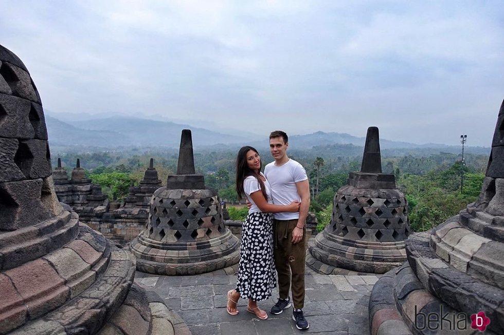 Louis Ducruet y Marie Chevallier en el templo Borobudur de Java