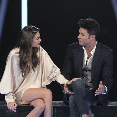 Estela Grande y Kiko Jiménez despidiéndose durante la sexta gala de 'GH VIP 7'