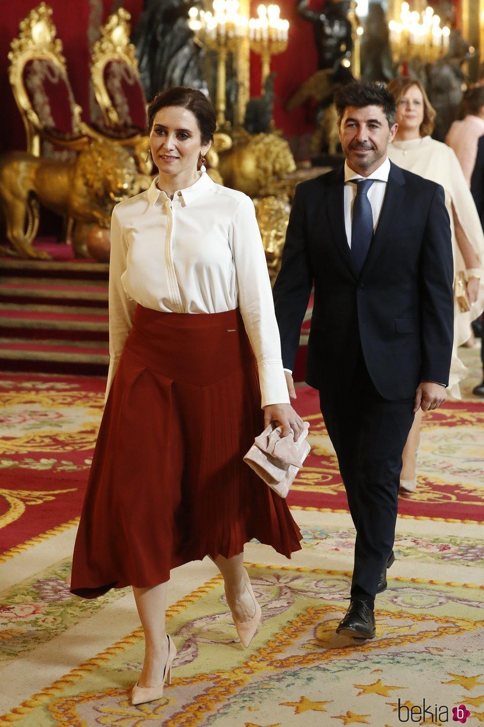 Isabel Díaz Ayuso y Jairo Alonso en la recepción por el Día de la Hispanidad 2019