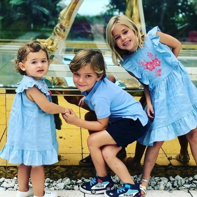 Leonor, Nicolás y Adrienne de Suecia en un momento de hermanos