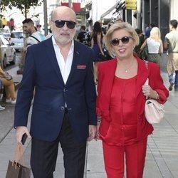 Carmen Borrego y José Carlos Bernal llegando a la boda de unos amigos