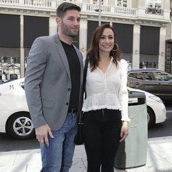 Natalia Verbeke y Marcos Poggi llegando a la boda de unos amigos