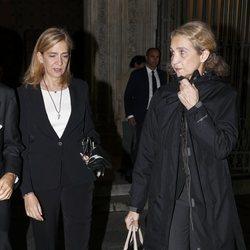 Las Infantas Elena y Cristina en el funeral de Germán López Madrid