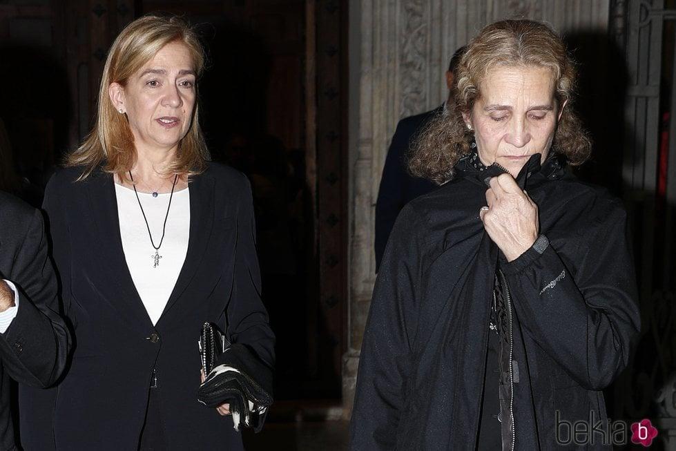 La Infanta Elena y la Infanta Cristina en el funeral de Germán López Madrid