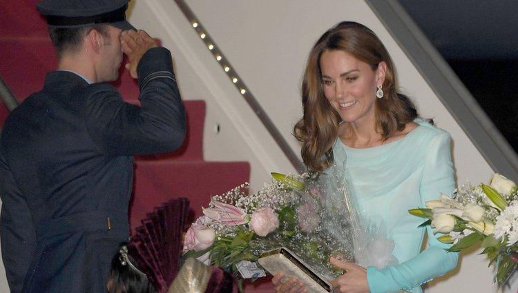 Kate Middleton a su llegada a Pakistán para su visita oficial