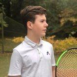Christian de Dinamarca con una raqueta de tenis