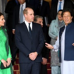 Los Duques de Cambridge junto al Primer Ministro Pakistaní, Imran Khan