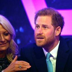 El Príncipe Harry se emociona al hablar de su hijo Archie en los Well Child Awards