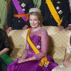 María Teresa de Luxemburgo, Matilde de Bélgica y Stéphanie de Luxemburgo en la cena por la Visita de Estado de los Reyes de Bélgica