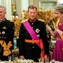 Enrique de Luxemburgo con Felipe y Matilde de Bélgica en la cena por la Visita de Estado de los Reyes de Bélgica