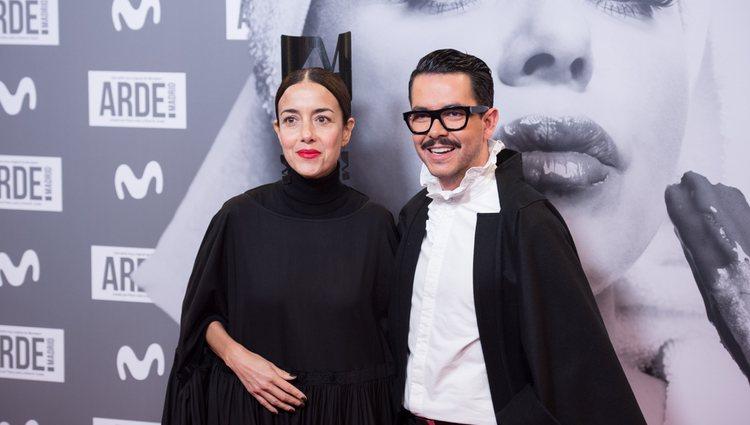 Cecilia Suárez y Manolo Caro en la premier de Arde Madrid
