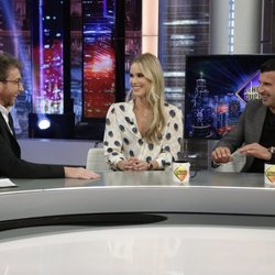 Luis Figo y Helen Svedin divirtiéndose en 'El Hormiguero'