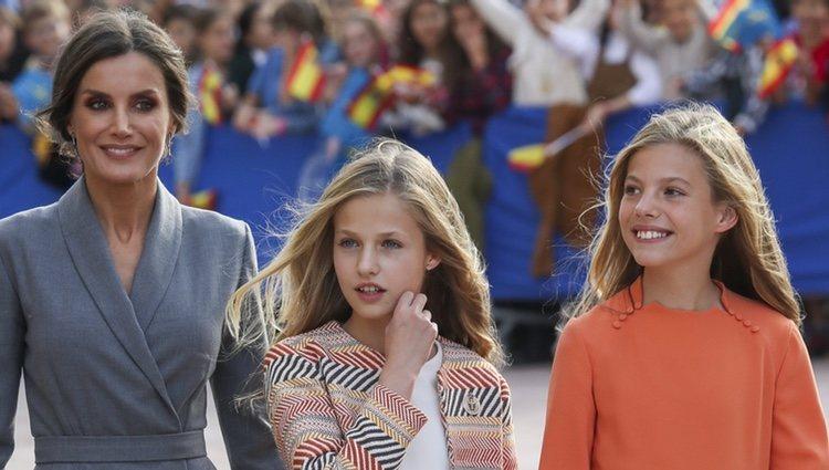 La Princesa Leonor en su primera visita oficial a Oviedo acompañada de la Reina Letizia y de a Infanta Sofía